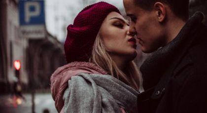 """""""Am început să fac dragoste cu un tip uluitor. Sentimentele mele pentru ele încep să crească, dar recent am aflat că nu este chiar ceea ce pare. Este oribil ce mi-a făcut!"""""""