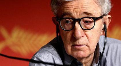 Woody Allen, relație cu un model de 16 ani. Regizorul avea 41 de ani atunci când a început aventura cu aceasta