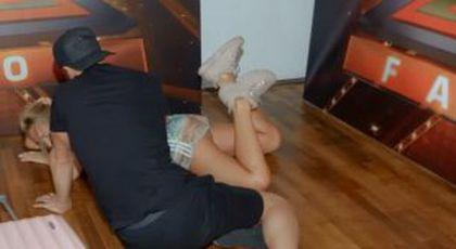 """VIDEO Delia luată de ambulanță » A căzut în cap și s-a lovit dureros: """"Nu știu ce am vrut să fac"""""""