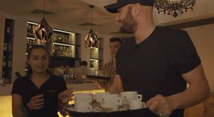 De la actorie la cărat de tăvi » Bendeac a ajuns ospătar într-un restaurant din Alexandria