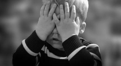 Anamaria și-a dus băiatul la școală, la clasa pregătitoare. Când l-au văzut, profesorii au reacționat pe loc: Ia-ți handicapatul și pleacă!