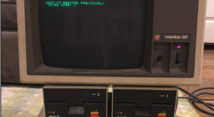 Calculator de acum 30 de ani, găsit într-un pod. Ce a descoperit un bărbat când l-a deschis