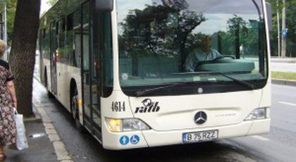 """Cristina se afla în autobuzul 331 când a început să sune un telefon cu ringtoneul """"Hai rămâi cu mă-ta"""". Toți au rămas interziși când au auzit cine se afla la celălalt capăt al firului"""