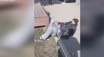 """VIDEO """"Minune"""" în viaţa unui cerşetor. A fost filmat în timp ce îi creşte un picior"""