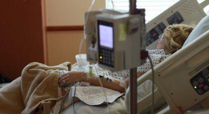 """Femeia fusese dusă la spital, acuzând probleme de respirație. În momentul când a rămas singură, ceva de-a dreptul înfiorător i s-a întâmplat. """"Au fost trei! Nu te aștepți să ai parte de asta într-un spital"""""""
