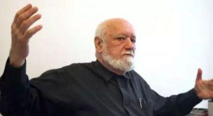 Șuetă cu enigmaticul GELU VOICAN-VOICULESCU, eminența cenușie a întâiului guvern post-comunist. Misterele CPUN, primul for legislativ al României de după Ceaușescu (I).