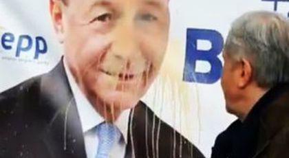 VIDEO Ilie Năstase, gest lipsit de fair-play filmat în Piața Victoriei: cum a ales să se răzbune pe Traian Băsescu, rival la alegerile europarlamentare