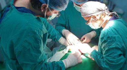 """Bătrânul de 84 de ani s-a prezentat la Spitalul Universitar de Urgență București. Medicii au făcut o descoperire șocantă, așa că l-au dus imediat în sala de operație. """"Era acolo de 60 de ani!"""" (FOTO)"""