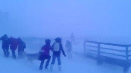 VIDEO | Ce condiții meteo înfruntă elevii din Siberia pentru a merge la școală