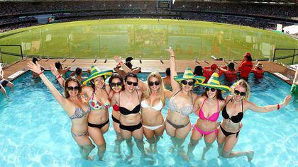 Australienii au construit stadion cu piscină. Nu mai știu cum să atragă spectatorii | GALERIE FOTO