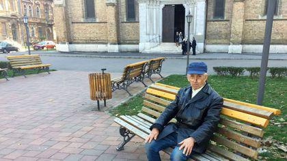 REPORTAJ / Drama unui fost profesor universitar din Timișoara. Bolnav de Parkinson, Vasile Solomeș a ajuns pe străzi, renegat de familie