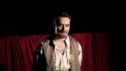 """Piesele de teatru clasice, """"scuturate"""" de praf și patetism. Despot și Vlaicu Vodă ies la atac împotriva lui Suleyman!"""