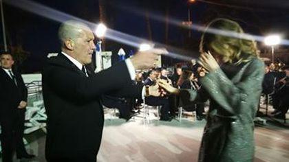 CORESPONDENȚĂ DIN MALAGA/Imagini inedite cu Banderas și Nicole, iubita lui. Dans pasional pe muzică populară spaniolă