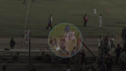 Un fotbalist a luat laptopul unui jurnalist și l-a aruncat în rivali! Scene ireale la un meci de juniori | VIDEO
