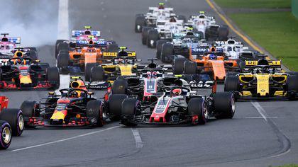 Marele Premiu de Formula 1 al Bahreinului. Cursa se va desfășura pe timp de noapte. Vettel pleacă primul