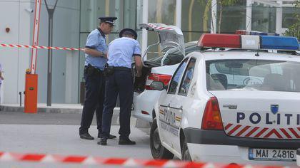 Doi paznici de la o fabrică de ciment din Bucureşti, omorâţi şi înfăşuraţi în folii de plastic