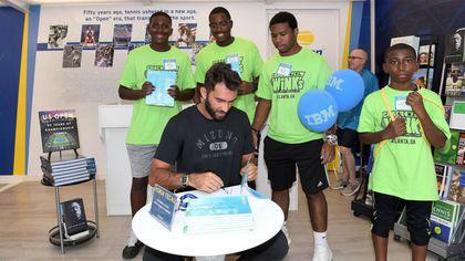 La US Open, Horia Tecău a oferit cărți copiilor, la Arthur Ashe Kids′ Day
