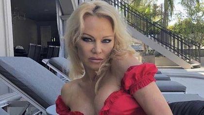 Pamela Anderson s-a despărțit de Adil Rami. Ce a făcut cu inelul primit de la campionul mondial