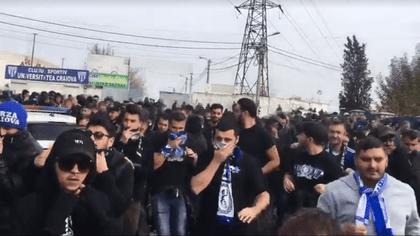Incidente la Craiova, la meciul CSU II - FCU. Galeria oaspeților a fost evacuată! Jandarmii au dat cu gaze   VIDEO