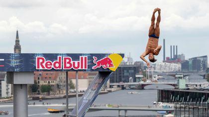 Constantin Popovici, primul român care va face un sezon complet în Red Bull Cliff Diving. S-a calificat și la Mondiale