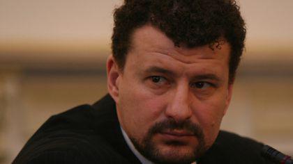 """Mihai Ispas a murit. Fostul rugbist era supranumit """"umbra"""" lui Iliescu"""