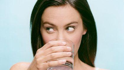 Nu o să mai consumi apă minerală după ce o să afli ce spun specialiștii