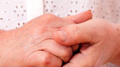 Primele semne de CANCER le putem vedea și singuri dacă ne analizăm cu atenție mâinile