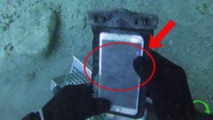 Un scafandru a găsit un iPhone vechi pe fundul unui lac. Ce a văzut l-a uimit