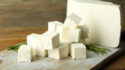 Cum deosebești brânza bună de falsurile făcute cu amidon
