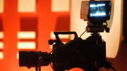 IDILA verii din trustul INTACT! Prezentatorul TV a fost CUCERIT de propria ASISTENTĂ. Imaginile care i-au dat de GOL - Galerie FOTO.