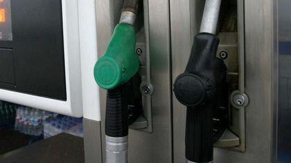 """Cum se fură la pompele din România când angajatul benzinăriei îi spune șoferului: """"Pot să vă ajut?"""""""