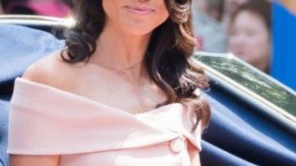 Ținuta lui Meghan Markle la nunta nepoatei prințesei Diana i-a făcut pe mulți să exclame: Nu va fi niciodată o doamnă! FOTO