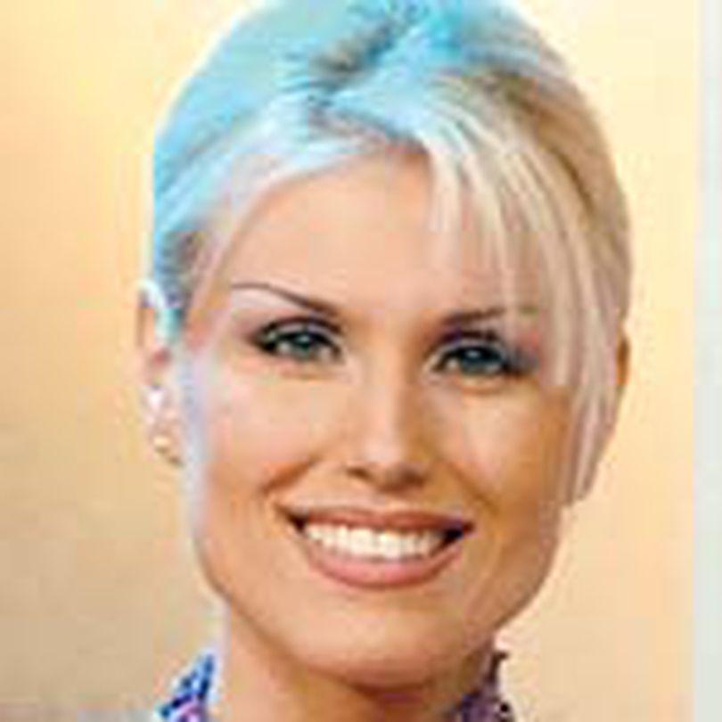 Blondy si Cristina Rus canta de Mos Nicolae