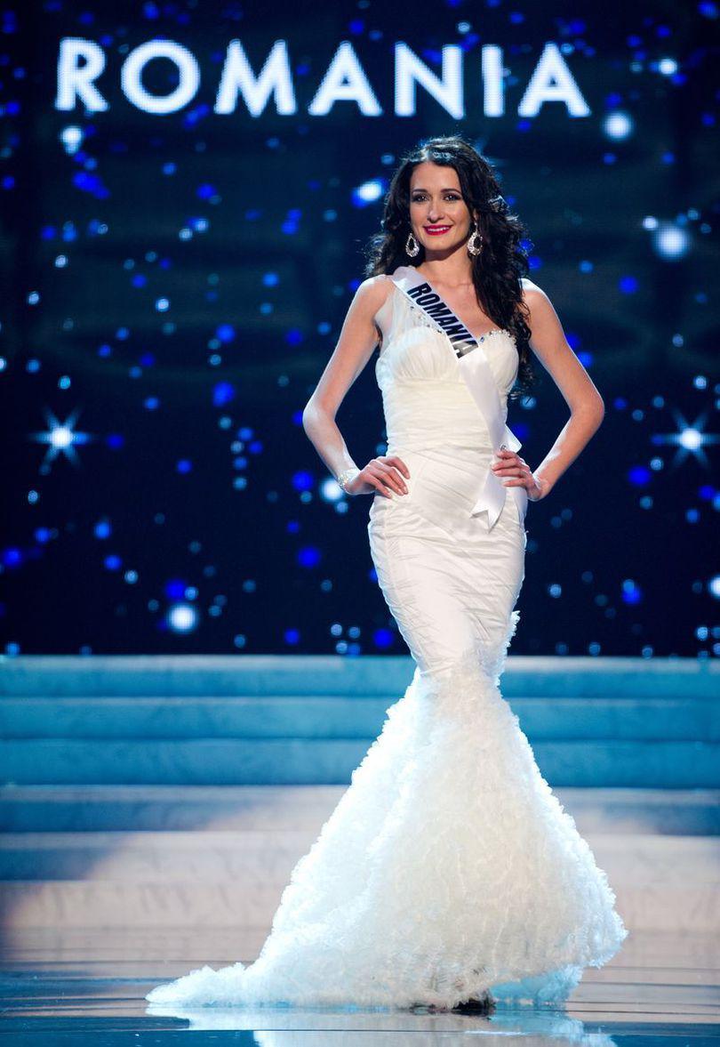 Miss România, îmbrăcată BANAL la Miss Universe 2012. Uite ce ținute a purtat! | FOTO