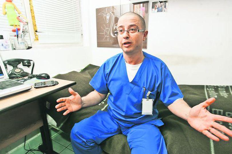 Deputatul Tudor Ciuhodaru propune o lege prin care politicienii nu mai pot fenta puşcăria, inventând motive medicale. Demnitari, mai uşor cu prefăcătoria!