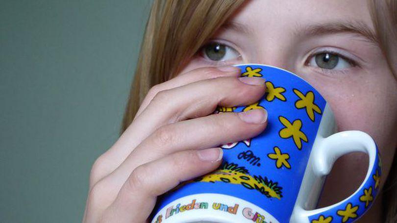 Gargara cu suc de lămâie tratează durerea de gât la înghițire