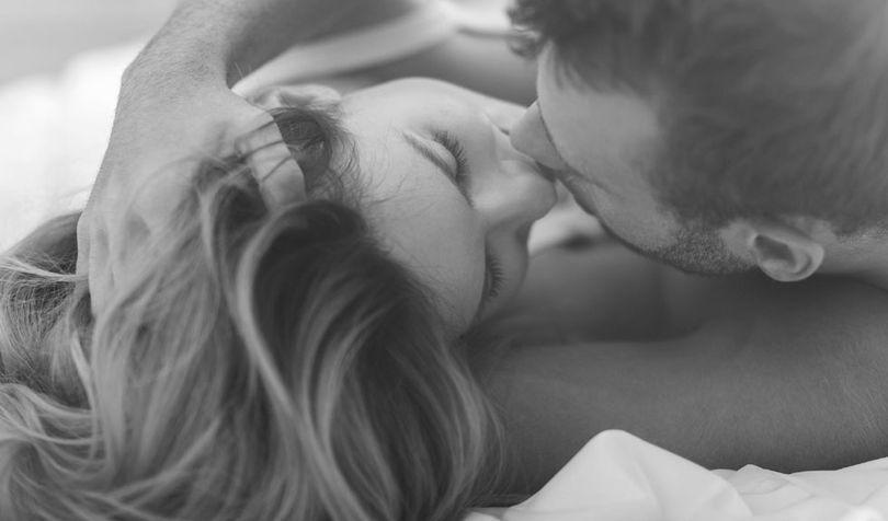 Cum recunoști personalitatea tipului cu care ieși, în funcție de cum te sărută