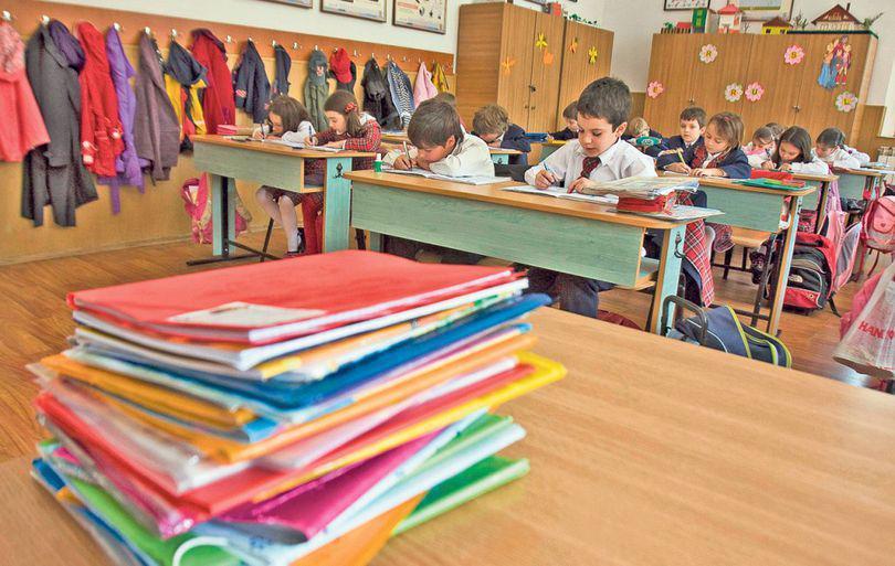 Elevii se întorc marți la școală, după minivacanța de 5 zile. Când începe vacanța de vară