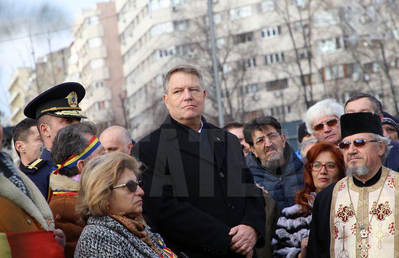 Preşedintele Iohannis a participat la ceremonia dedicată victimelor Revoluţiei, în Piaţa Universităţii / FOTO&VIDEO