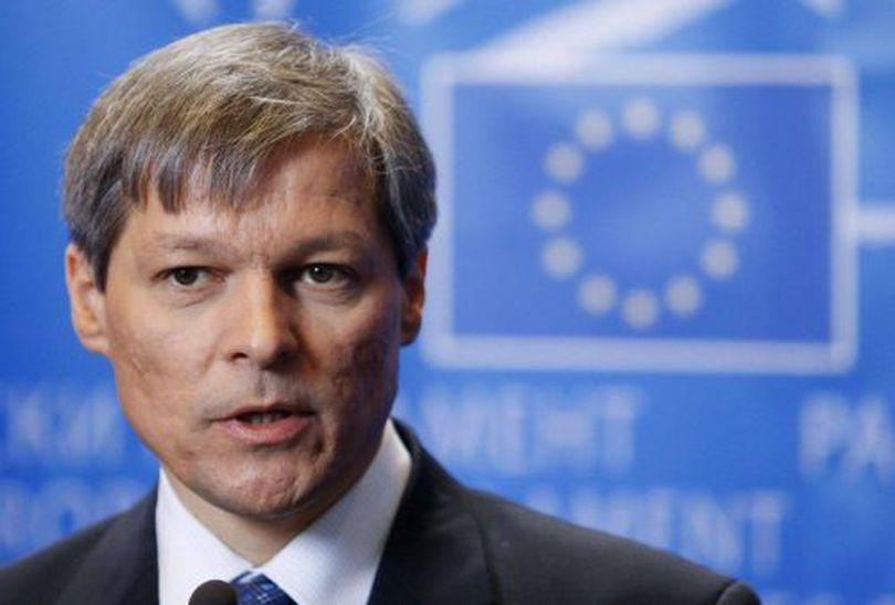 Cioloș acuză PSD că folosește referendumul pentru familie ca un instrument politic