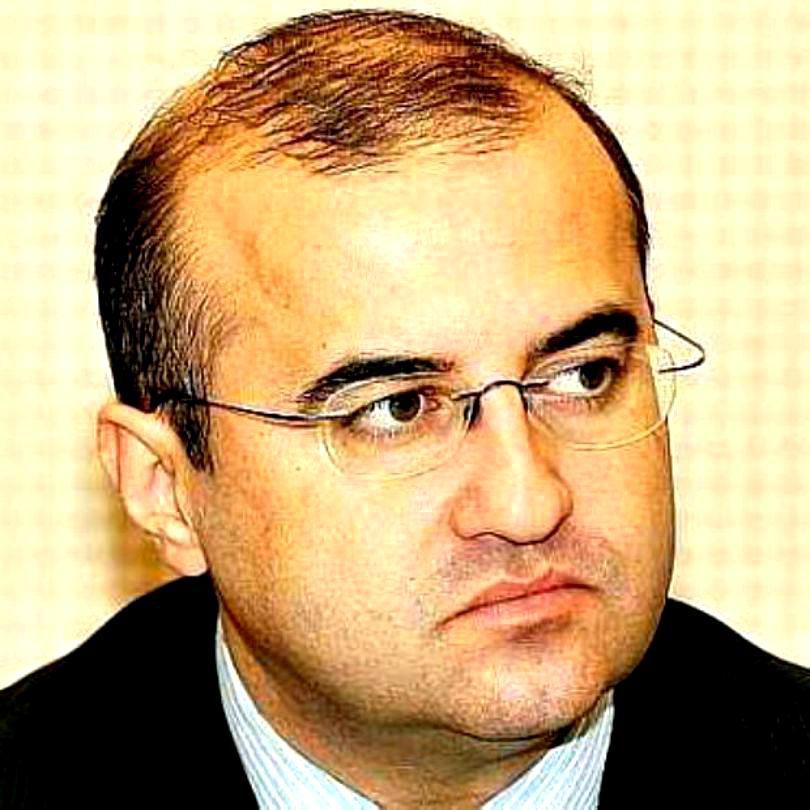 Editorial de Claudiu Săftoiu. Fesul și interesul lui Iohannis, la Consiliul Național al PNL