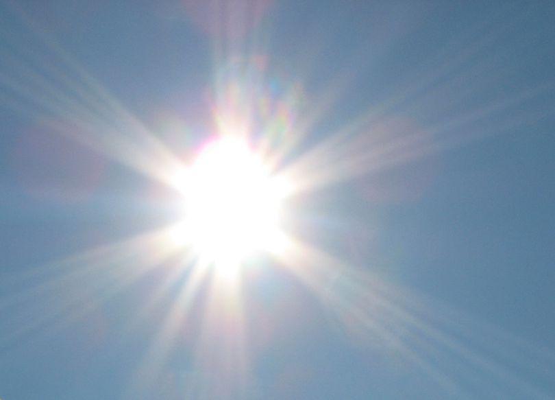 Prognoza meteo pentru săptămâna 23-29 aprilie aduce temperaturi de vară, dar și averse
