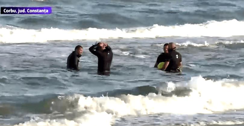 Militar dispărut o dată cu copilul de pe plaja Corbu. Scafandrii îi caută de trei zile