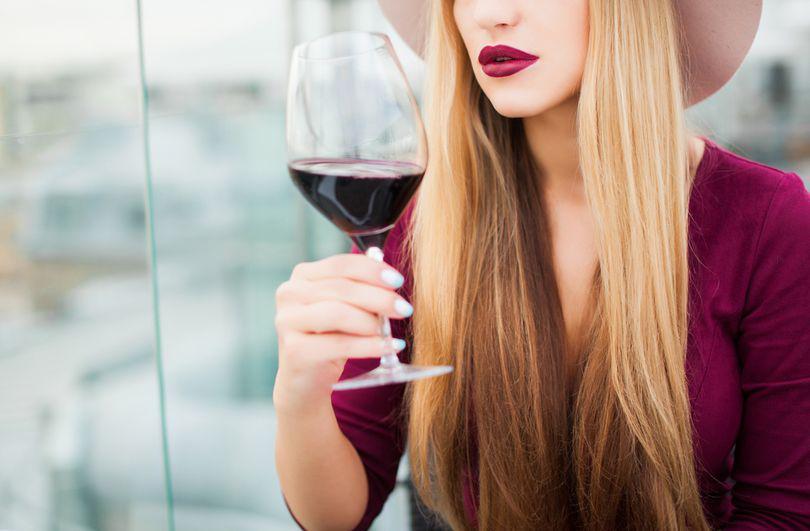 5 motive pentru care ar trebui să bei mai des vin roșu