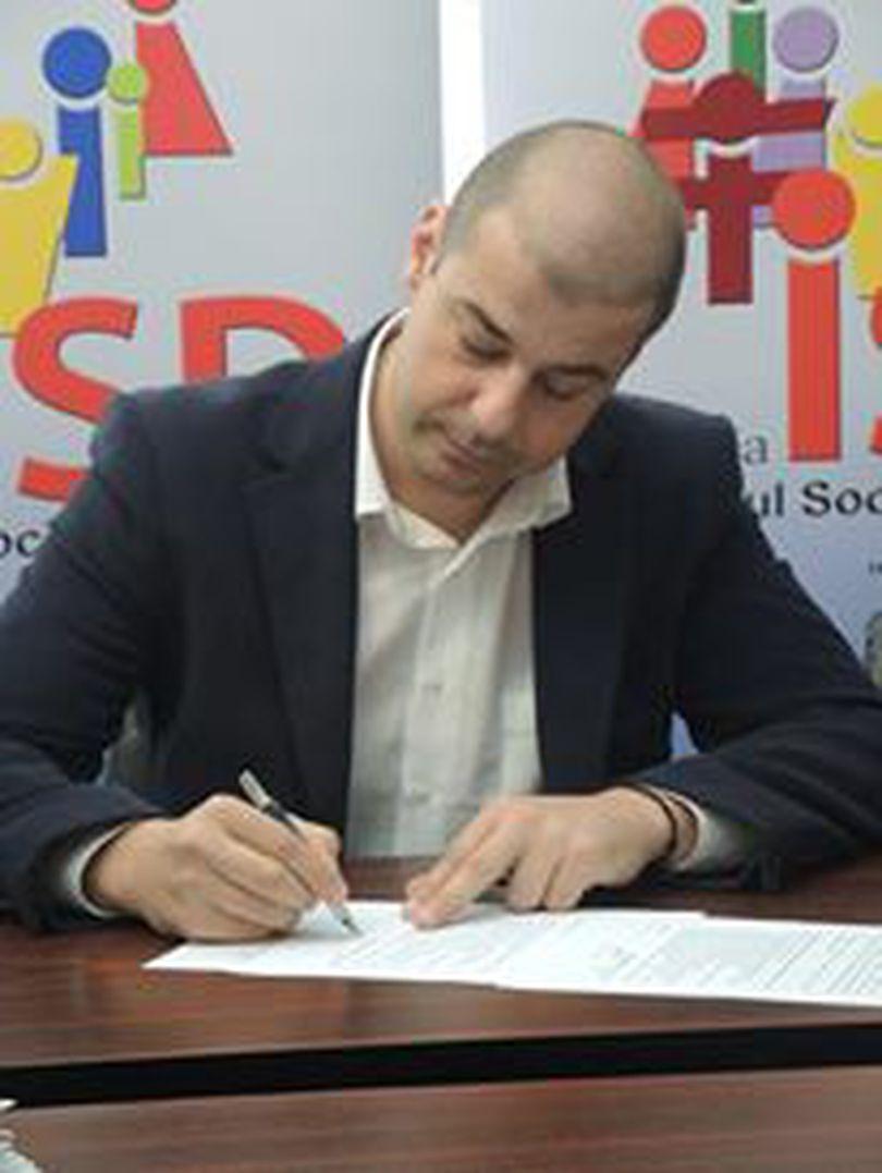 Fost purtător de cuvânt al PSD, atac la consilierii Vioricăi Dăncilă; Reacția, după ce premierul a confundat capitala Muntenegrului, Podgorica cu Priștina