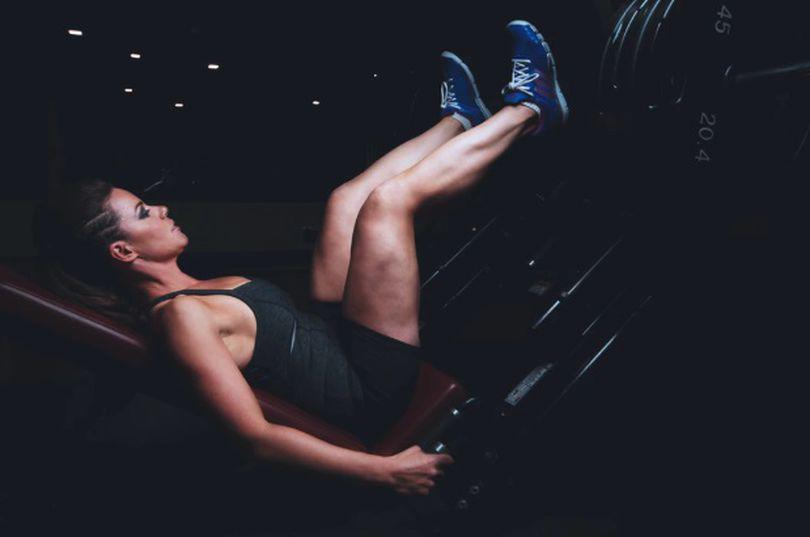 Exerciții pentru picioare: 5 exerciții și trucuri eficiente pentru a scăpa de celulita de pe coapse și fund!