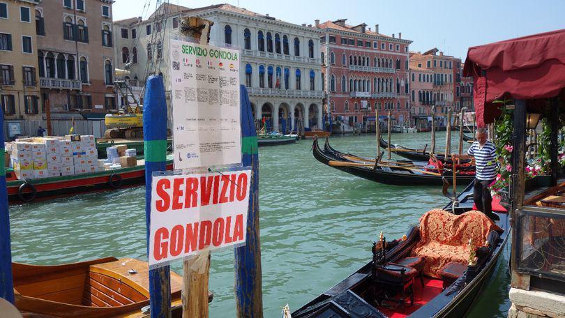 """ȘTIREA MEA. Un român lucrează în Veneția, pe o barcă de transport marfă. """"Cum eu vă fac mândru numele de român aici, aștept ca și voi acasă să mă faceți mândru că sunt român"""""""
