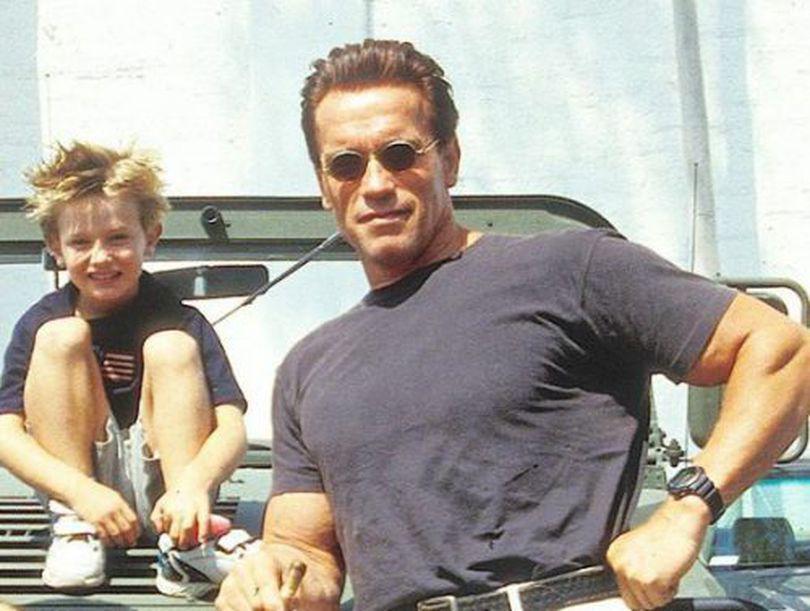 FOTO | Patrick Schwarzenegger îl moşteneşte pe tatăl său. Cum arată tânărul la 24 de ani
