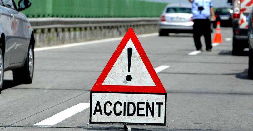 Microbuz cu 14 călători, implicat într-un accident în Vaslui. Un pasager a fost rănit