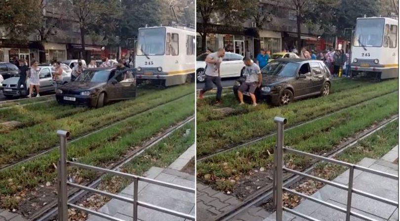 Un șofer din București a rămas cu mașina înțepenită pe liniile de tramvai  VIDEO